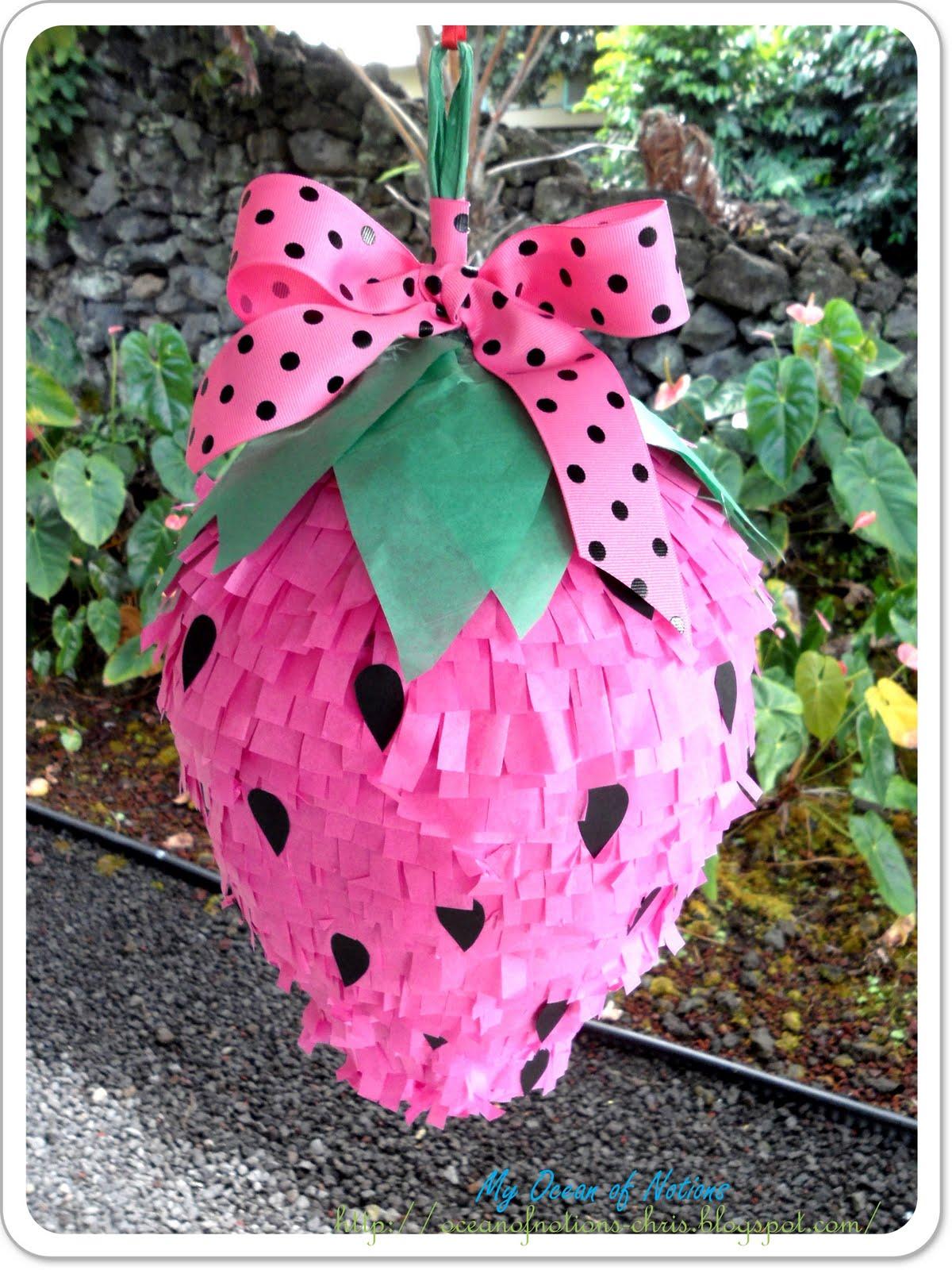 Pi ata en forma de fresa crafts co for Decoracion de pinatas infantiles